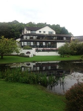 Damson Dene Hotel: back of hotel showing duck pond