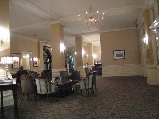 Cairn Hotel: Lounge area