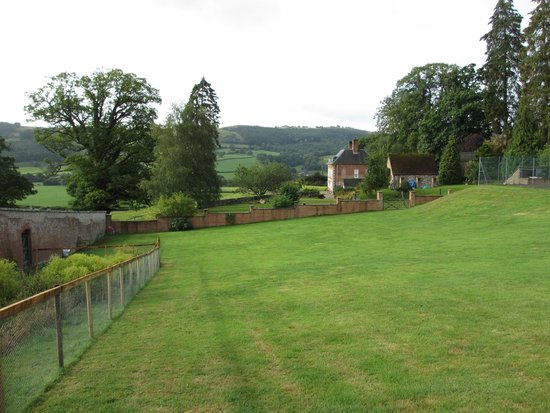 Plas Uchaf Country Guest House: The beautiful view from the walled garden