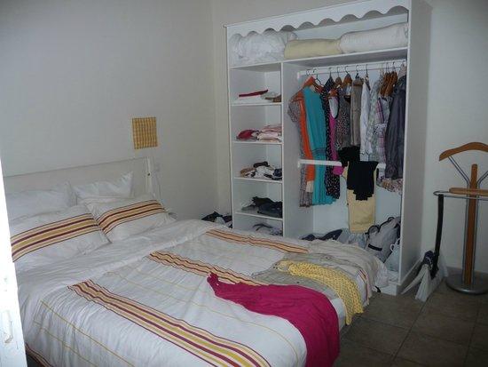 Les Collines Iduki : chambre avec dressing