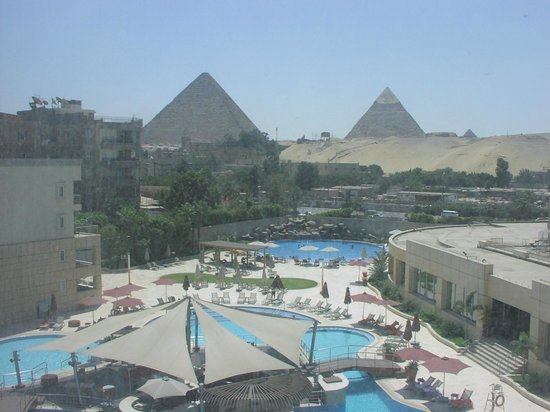 Le Meridien Pyramids Hotel & Spa: From my room looking down at the pool.