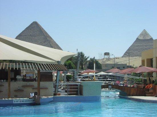 Le Meridien Pyramids Hotel & Spa: View of Pyramids poolside.