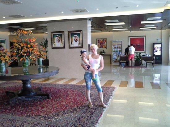 Yassat Gloria Hotel & Apartments : Hotel lobby