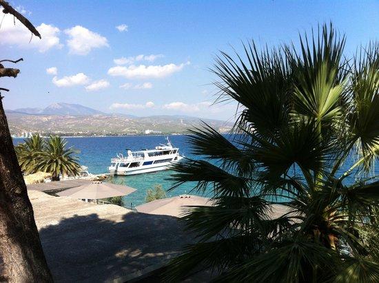 Hotel King Saron : Vue sur les terrasses de la plage