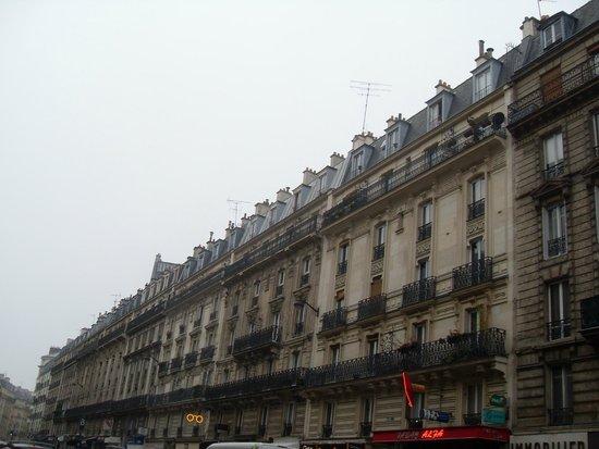 Hotel des Arenes : Rue Monge. Veduta dalla camera dell'albergo