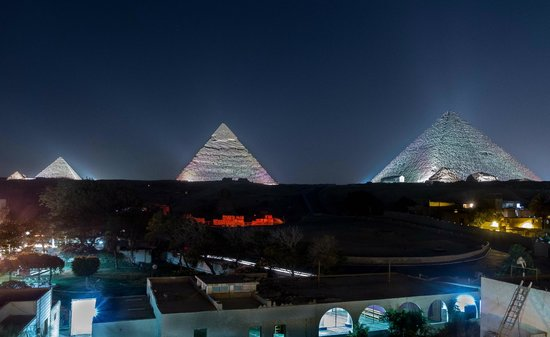 Pyramids View Inn: View of Pyramids from Roof