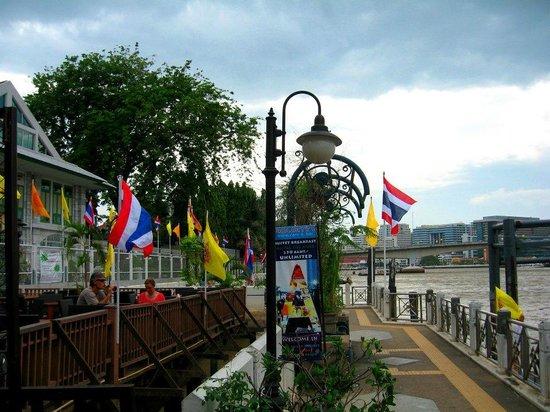 Navalai River Resort: Hotel's terrace
