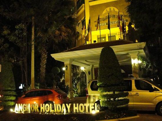 Angkor Holiday Hotel : night view