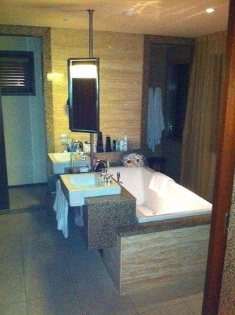 Constance Ephelia : Bathroom
