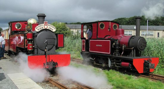 Welsh Highland Heritage Railway: Russell and Gertrude