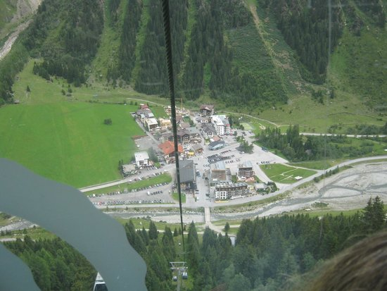 Rifflsee: View from the cable car down to the town