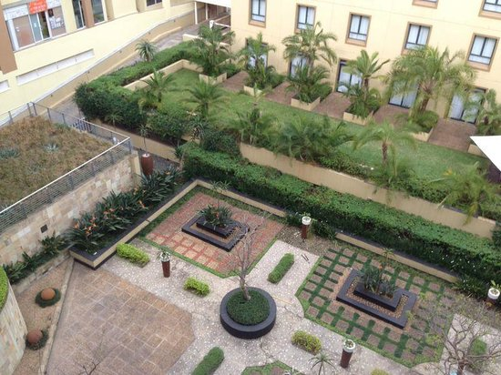 City Lodge Hotel Umhlanga Ridge: Beautiful Courtyard view from room 404