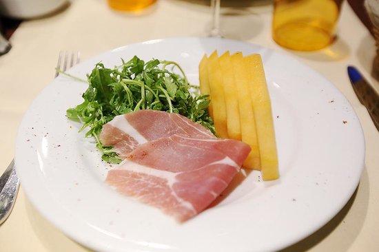 Pasco : Melon and Parma ham, rocket salad