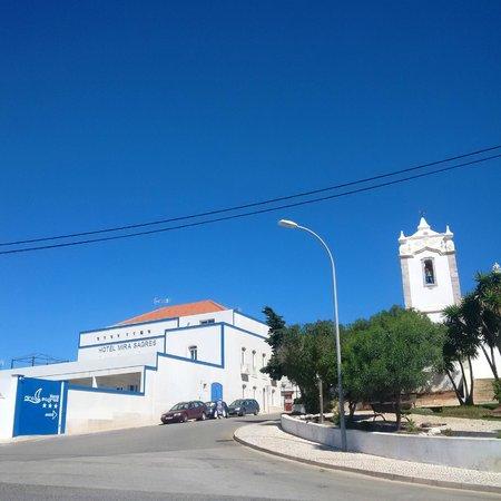 Hotel Mira Sagres: Hotel street view
