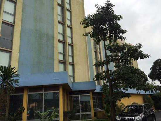 Pullman Douala Rabingha : Front of Hotel