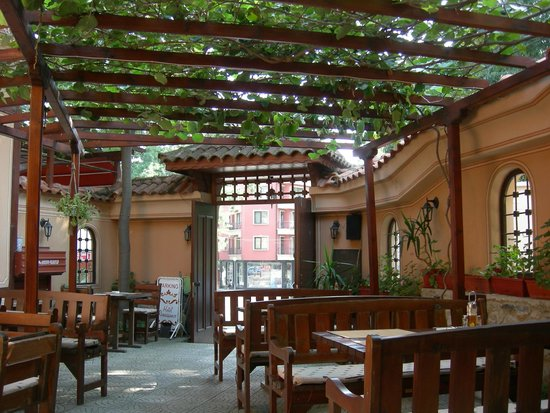 Family Hotel at Renaissance Square: This is the lovely Garden restaurant