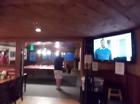 Evergreen Lodge at Yosemite Restaurant: tavern with big screen tv