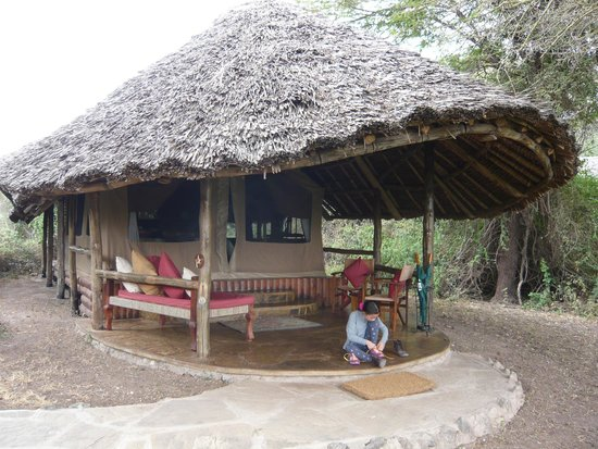 Tortilis Camp: Amazing tent under a thatched roof structure