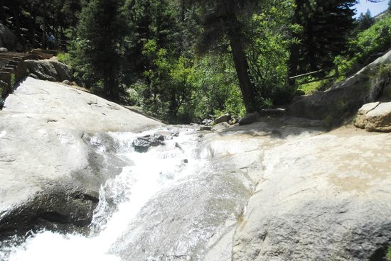 North Cheyenne Cañon Park and Starsmore Discovery Center : Looking down the top waterfall
