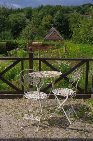 Hill Close Gardens: Not all work, relax and enjoy your work