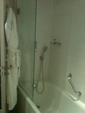 Trianon Palace Versailles, A Waldorf Astoria Hotel : Bathroom