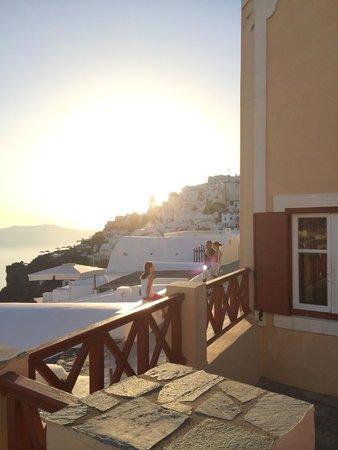 Aeolos Studios & Suites: Sunsetting.