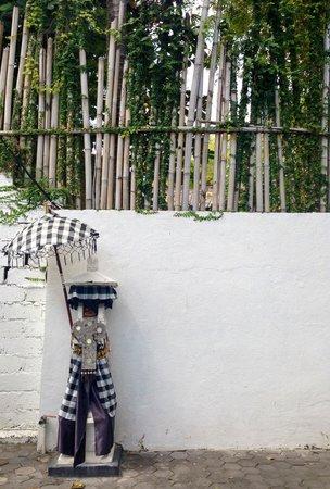 Bali Yarra Villas: entrance to yarravillas