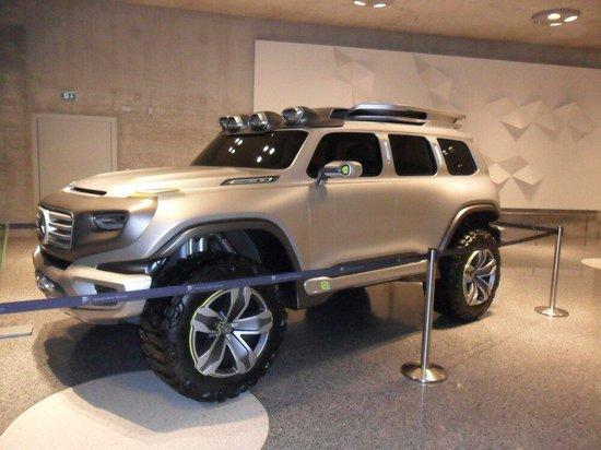 Mercedes-Benz Museum: Gigante