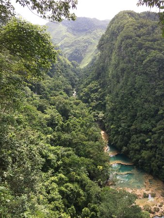 El Muro Lanquin : Nearby Attractions include beautiful rivers, caves/bats, Lanquin and Semuc Champey.