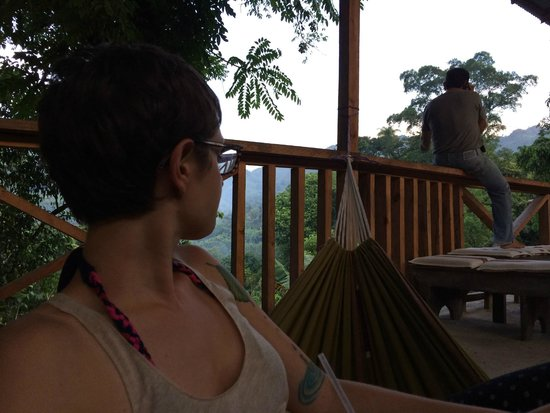 El Muro Lanquin : Lounging out in the hammocks on the deck enjoying the peace and quite and beauty of Guatemala.