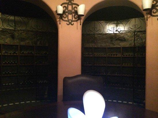 Hacienda del Mar Los Cabos: Pitahayas private wine cellar table