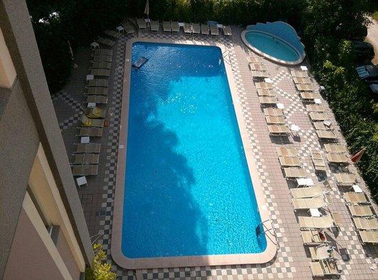 Hotel President: La piscina dall' alto