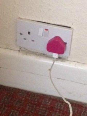 MaeMar Hotel: loose socket 2