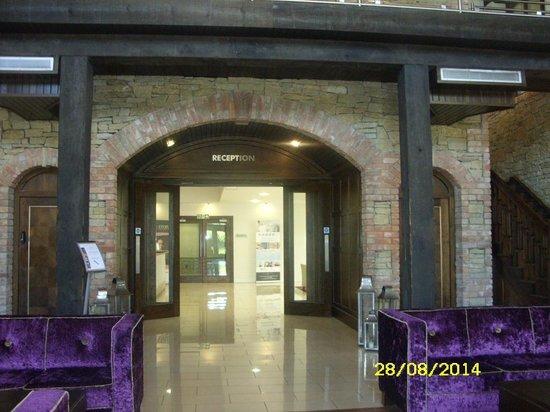 كافان كريستال هوتل: Entrance to Reception