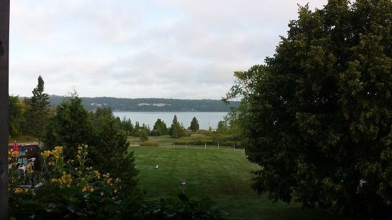 Waterview on The Bay: Morning patio view