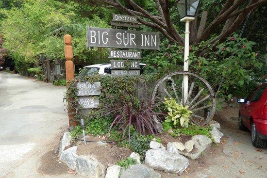 Deetjen's Big Sur Inn: The entrance way