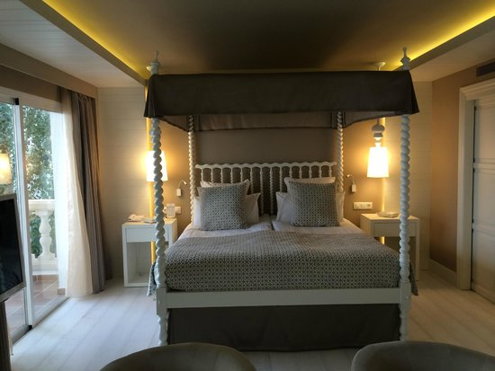 Hotel Illa d'Or: Four poster