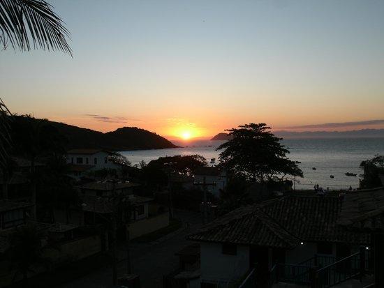 Pousada Praia Joao Fernandes: Pôr do Sol  visto da pousada