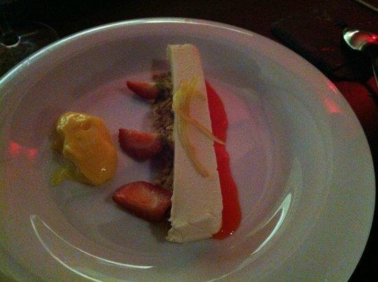Abastos 2.0: tarta de queso con galleta y una crema de huevo y limón
