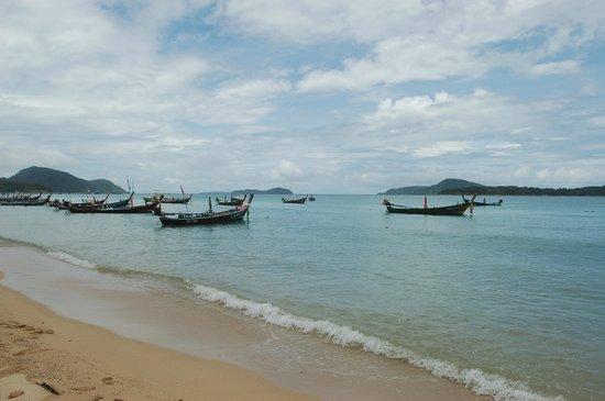 Navatara Phuket Resort : Rawai coast