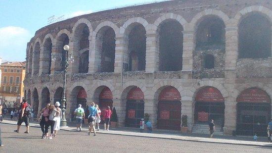 Arena di Verona: arena fuori