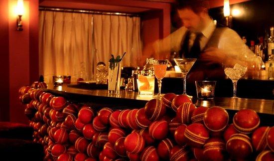 bar mezzanine picture of le cercle paris tripadvisor. Black Bedroom Furniture Sets. Home Design Ideas