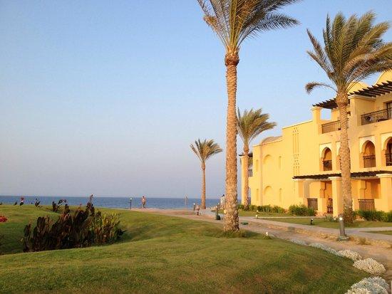 Jaz Samaya Resort : Strand Nordseite zur Korallenbucht hin