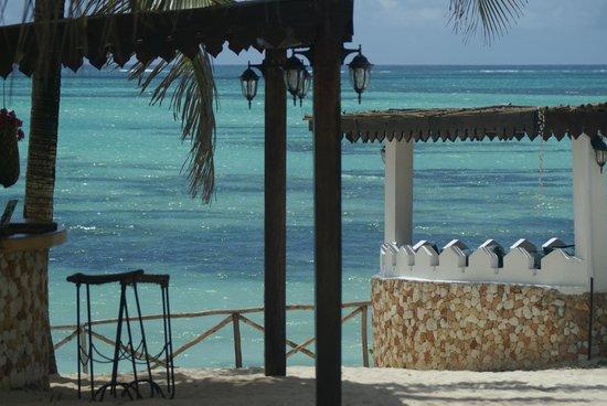 Seasons Lodge Zanzibar: vue depuis la piscine