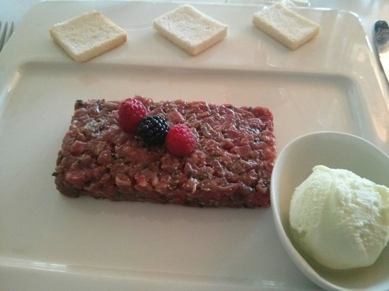 Can Boix de Peramola: Steak Tartar the right way and...with greenapple icecream, sooo delicious!