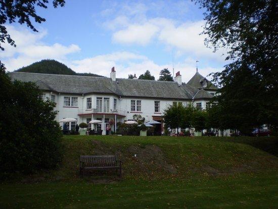 Dunkeld House Hotel: Hotel from garden