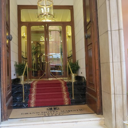 """Grand Hotel Majestic """"Già Baglioni"""" : Entrance from the street, very discret"""