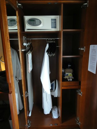 Four Points by Sheraton Midtown - Times Square: Dresser unit with safe, hanging rack & coffee/tea