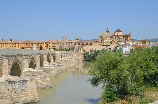 Moschee-Kathedrale (Mezquita de Córdoba): римский мост
