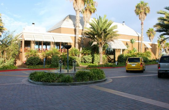 The Portofino Hotel & Marina, A Noble House Hotel : Hotel entrance